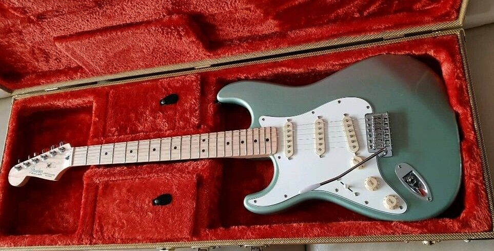 4da2b427d8d Left Handed Fender Stratocaster, Sage Green Metallic, 2004, MIM, + Fender  Case