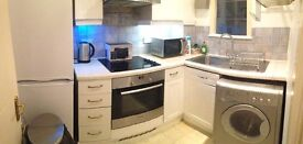 AMAZING DOUBLE ROOM IN WEST EALING!!! AVAILABLE RIGHT NOW 185!!!