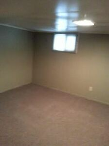 ROOM FOR RENT- 444 RANDOLPH -2MIN WALK TO UWINDSOR