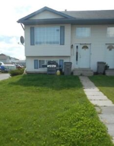 #4902 - 4 Bed/2 Bath Duplex In Lakeland $1750 Avail. October 1st