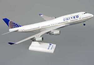 Skymarks Model United Airline (New Logo) 747-400 1/200 Scale with Stand & Gears