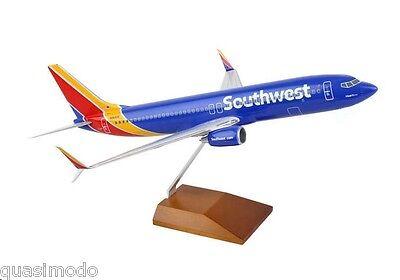 SOUTHWEST AIRLINES  737-800 1:130 DESK MODEL SKYMARKS - EXECUTIVE