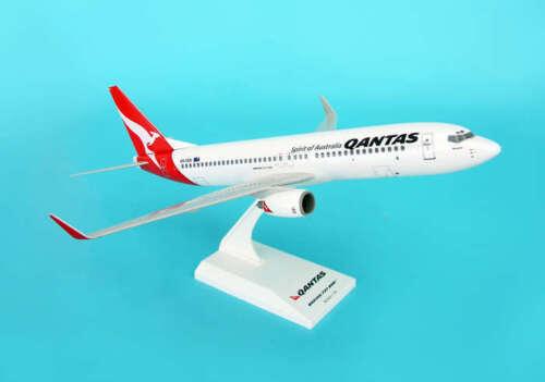 SKYMARKS (SKR437) QANTAS AIRLINES 737-800 1:130 SCALE PLASTIC SNAPFIT MODEL