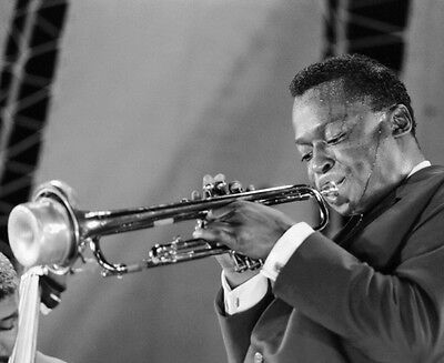 Miles Davis 10 x 8 UNSIGNED photo - P1338 - American jazz musician