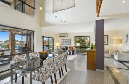 Rooms to rent in a spacious waterfront property