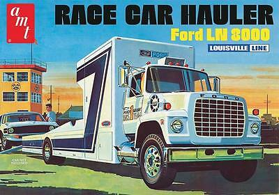 AMT AMT758 1/25 Ford LN 8000 Race Car Hauler Plastic Model Kit
