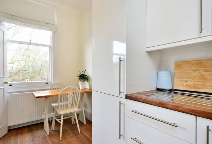 Amazing 1 bed property in the heart of West Kensington ONLY £323 PW!!!!