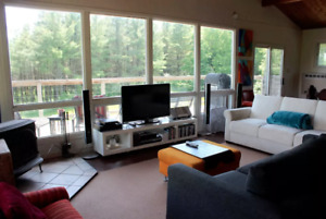 Chalet Cabin with Hot Tub - Priceville