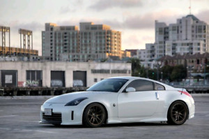 LOOKING FOR: MANUAL 350Z