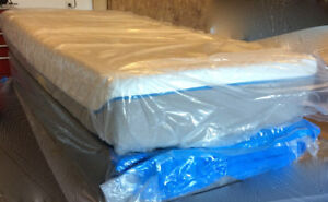HIGH END TWIN MEMORY FOAM MATTRESS AND BOX SPRING