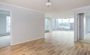 RARE YALETOWN 3 Bed w/ 2 Bath - Available July 1, South Facing,