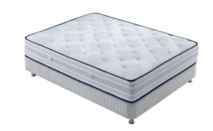 MATELAS ORTHOPEDIQUE QUEEN MATRESSES / POCkET COIL/ MEMORY FOAM