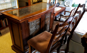 Stand-alone Bar w. 2 chairs