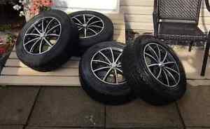 Pneus d'hiver Toyo 195/65R15 + mags