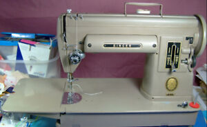 SINGER 301A SEWING MACHINE WITH LONG EXTENSION AND CASE METAL
