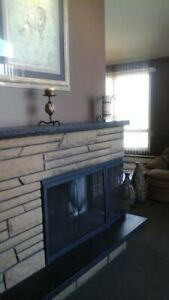 Modern 3 Bed home in Lg Brick Triplex Vaulted Ceilings/Fireplace