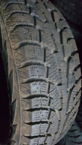 4 pneu d'hiver HANKOOK 245 70R 17 Comme neuf @ 12/32