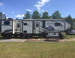 2014 Avalanche 360 RB 5th Wheel