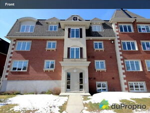 4 1/2 Condo located on the golf court in brossard