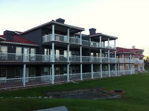Fairmont Hotsprings BC Condo on the Riverside Golf course!
