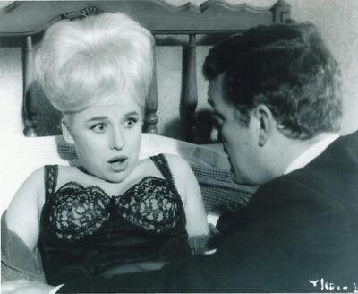 Bernard Cribbins and Barbara Windsor UNSIGNED photo - K8454 - Carry On Spying