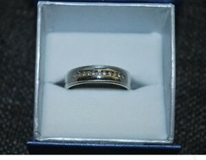 * ~ As new ~ men's white gold & diamond ring ~ *