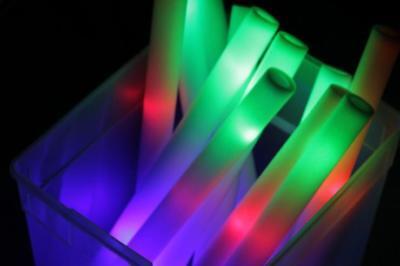40 PCS LIGHT UP FOAM STICKS LED BATON FLASHING MULTI COLOR WAND RAVE PARTY ()