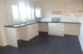 3 Bedroom House - Recently Refurbished - Brand New Kitchen - Off Road Parking