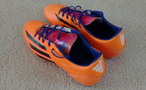 Adidas Soccer Shoe for man, Size 10 West Island Greater Montréal image 1