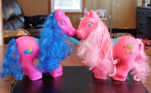 Beautiful Ponies - Their heads turn
