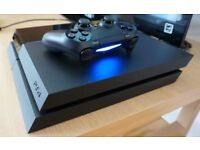 PS4 500 gb. Perfecr condition. W/ games and 2 controllers