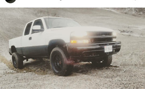 2000 chevy silverado 4x4. Lifted!