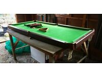 6' Table top snooker table. Good condition.