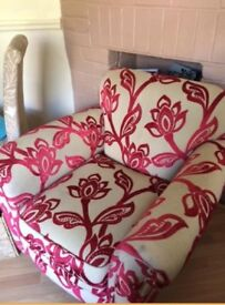 ARM CHAIR BEIGE AND RED VERY GOOD CONDITION £30.00 07517044443