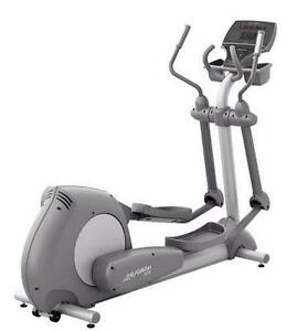Like (NEW) from private residence (Never use) Commercial Life fitness Elliptical X9i
