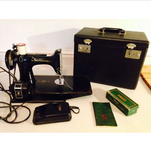Singer Featherweight Portable Electric Sewing Machine 221-1