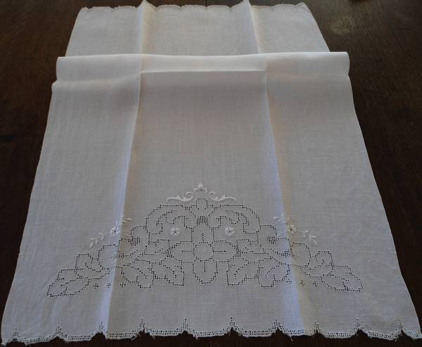 Large Vintage Irish Linen Bath Hand Towel Mosaic Lace Embroidered Cutwork