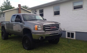 2012 GMC Sierria SLE for sale with VERY LOW Km's and upgrades!