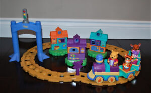 Mega Bloks WINNIE THE POOH Buildable MOTORIZED Musical TRAIN Set