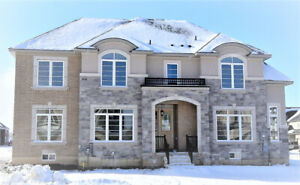 ANCASTER MEADOWLANDS - 4 Bed+3 Bath + 2300 SqFt - High-End Home
