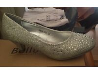 Silver sparkly kitten heel shoes - size 4 BRAND NEW!!
