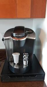 Keurig coffee maker with accessories