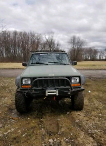 Jeep Cherokee offroad