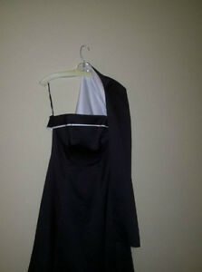 Beautiful Black and White Strapless Dress for sale! Cambridge Kitchener Area image 3