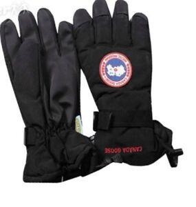 Canada Goose Gloves - Men Medium (NEW)