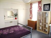 Superb large double room close to station at East Croydon - newly decorated