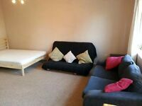 1 Bed Studio in Kingston Road, Raynes Park, SW20!!ideal for couple or a single professional!