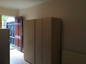 AVAILABLE NOW!! Modern studio to rent on Streatham Road, Mitcham, CR4 2AJ