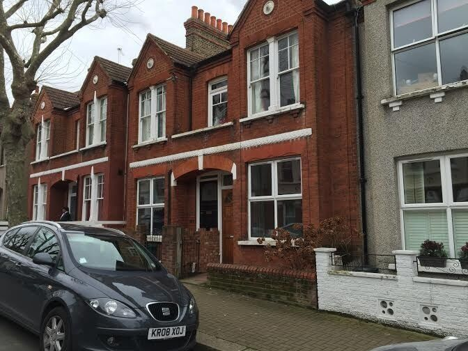 AVAILABLE NOW!! Modern 2 double bedroom flat available on Idlecombe Road, Tooting Broadway, SW17