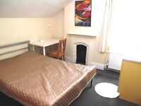 Lovely large double room near Redhill park, station, buses and town centre